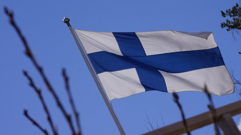 flag-of-finland-201175_1920.jpg