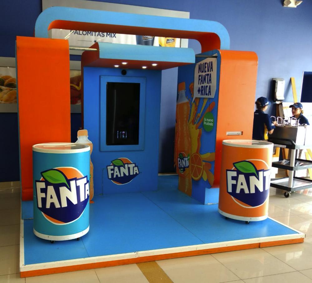 FANTA   | Celebrando la nueva imagen   Fanta, como bien lo conocemos, es el delicioso refresco de naranja. Por más de 77 años ha estado en el mercado, y ahora viene y nos sorprende con su cambio de imagen. Para dar a conocer esta nueva imagen...
