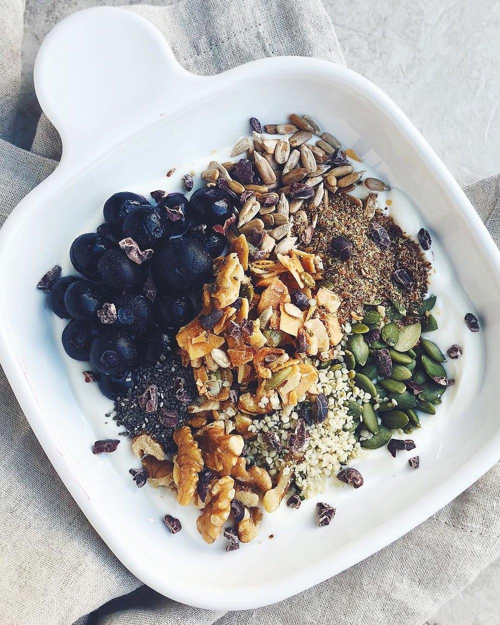 hemp seeds yogurt bowl