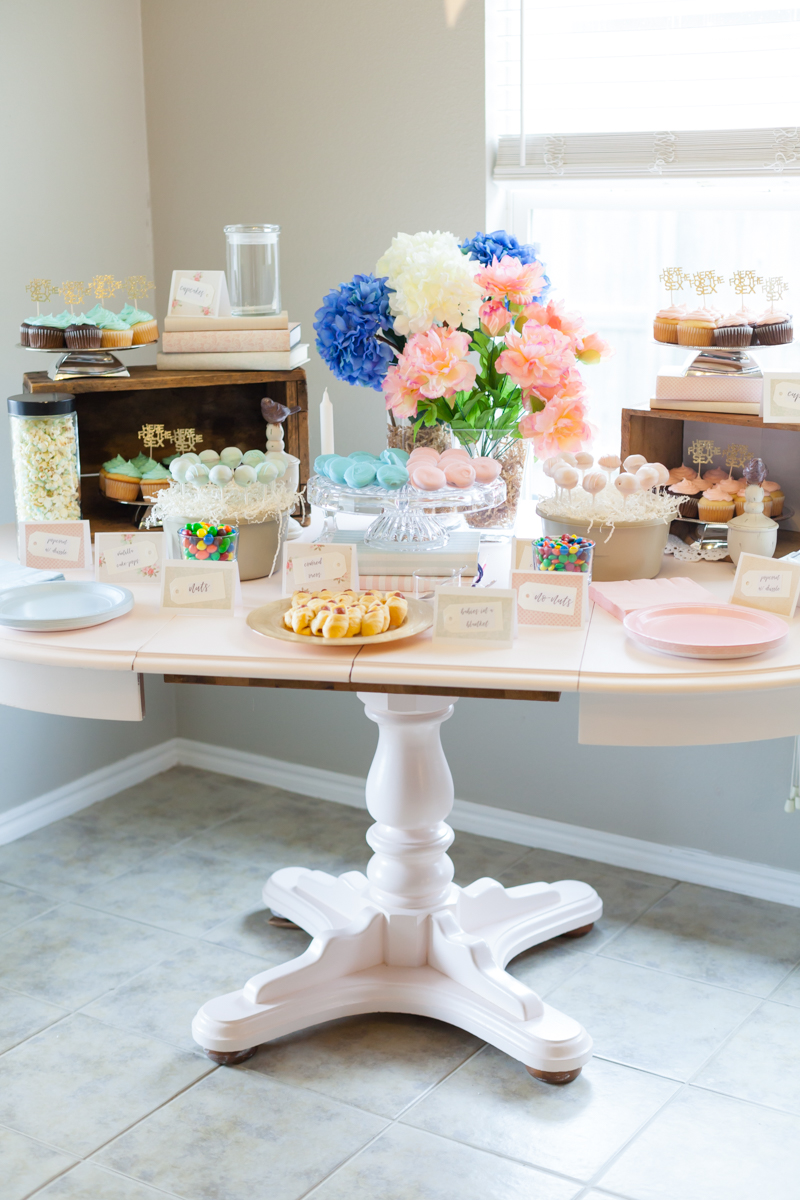 Isn't her pink table just gorgeous for this whole thing?! PERFECT!!!