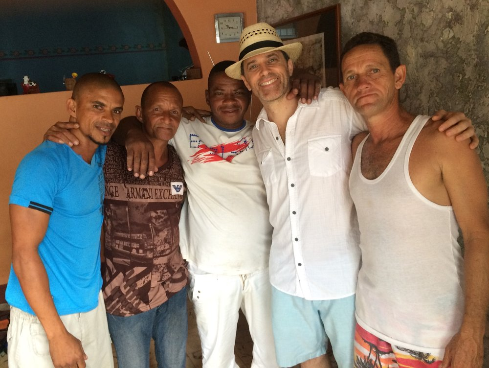Strangers become brothers in minutes thanks to the huge hearts of Cubans.