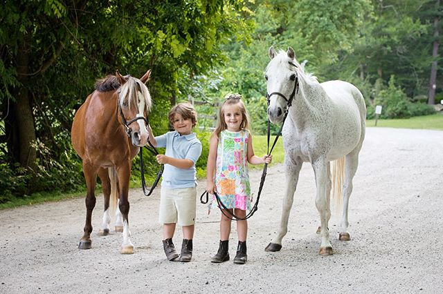 A fun photoshoot with the D'Angelo family! Along with the popular model ponies, Peter Pan and Yankee. 🐴