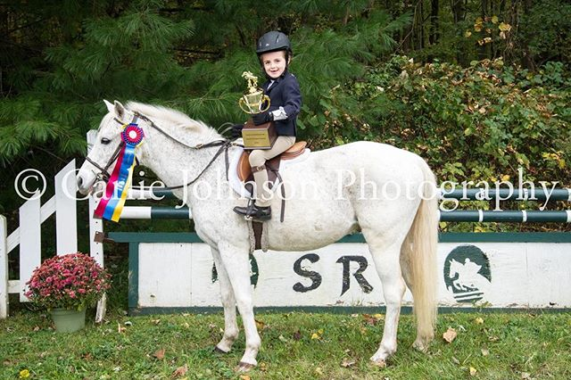 @smokeriseridingclub October 14th horse show! 🎃 . . All photos are now available on my website at  www.carliejohnson.com/srrc-october-14-2018 . . Thank you for all of your support this horse show season!
