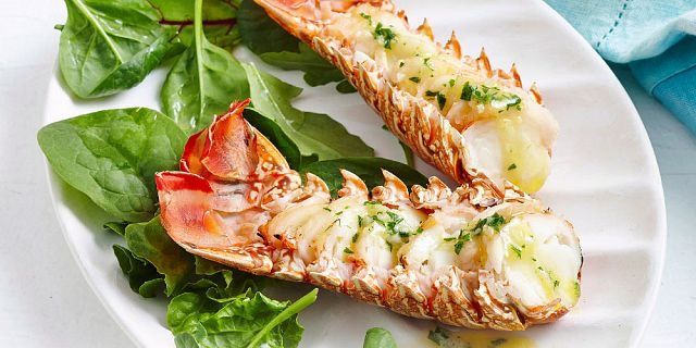 recif-attitude-sumptuous-lobster-and-prawns-bbq-on-the-beach (2).jpg