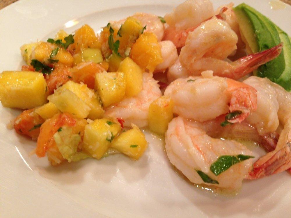 Crevettes-sautées-aux-noix-de-coco-avec-une-salsa-aux-pêches.jpg