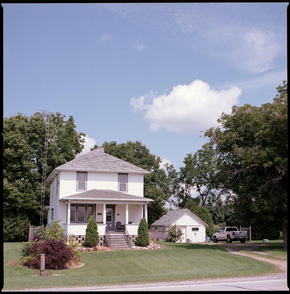 Kodak-Portra-160-Hasselblad-501CM-6x6-Chatam-Ontario-Greg's-Childhood-Home-Summer.jpg