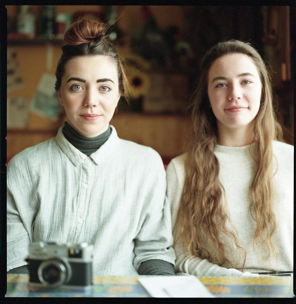 26-Calgary-Vintage-Breakfast-Sister-Twins-Portrait_Hasselblad-Kodak-Portra-800.jpg