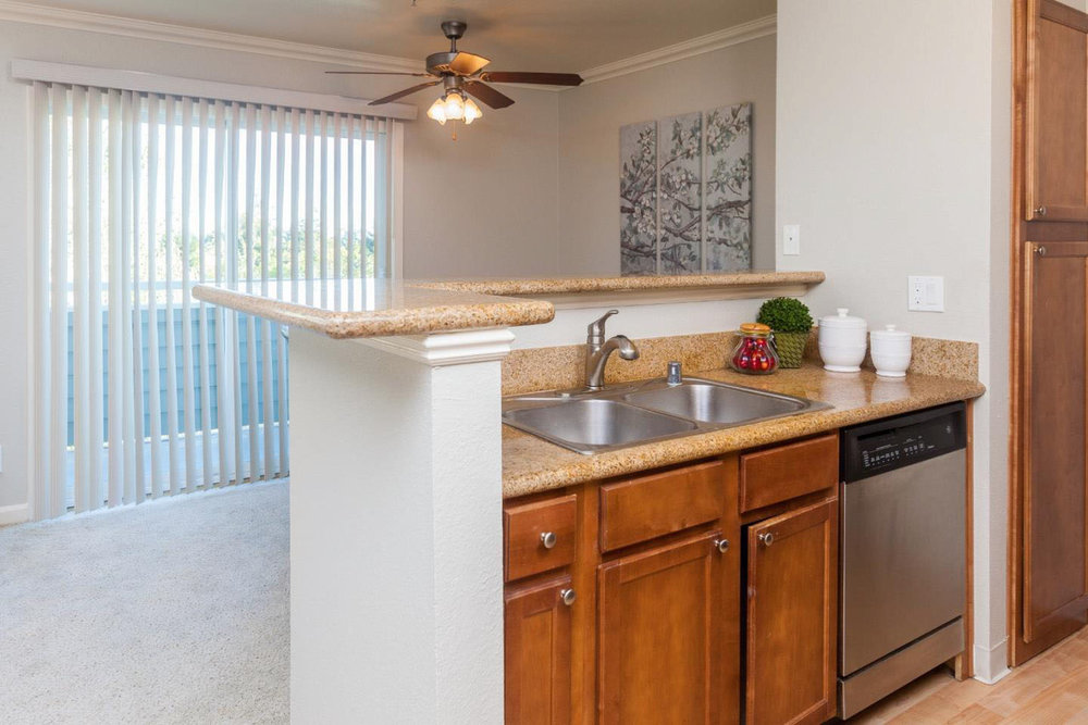 Condo Shared Garage & Laundry Room In Westside
