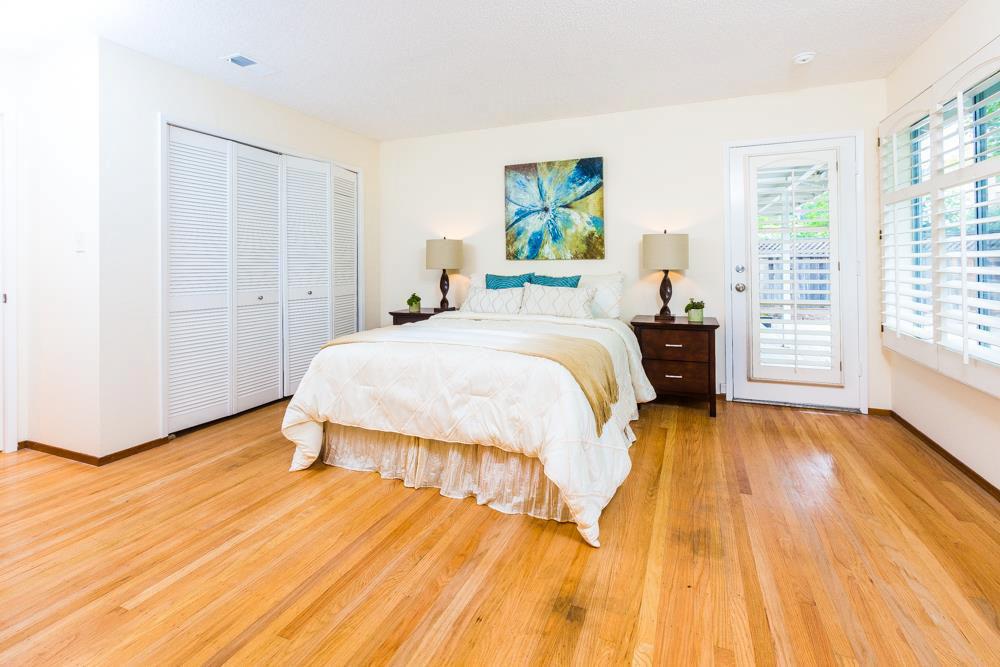 3 Beds Home Open Living Space & Oak Wood Flooring