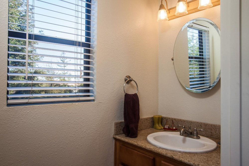 Fully Equipped Home 2-Car Garage + Laundry Room In Westside