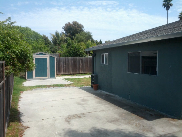 Westside Santa Cruz House on a HUGE Lot.  The perfect location blocks to West Cliff, restaurants, grocery stores, and the ocean.  Presented by Sam Bird-Robinson, Santa Cruz Real Estate Agent.