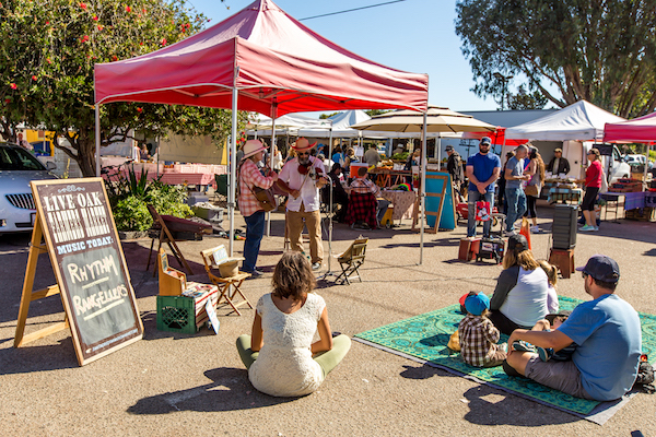 farmers market - The Live Oak Farmers Market is a year-round marketplace for locally sourced, organic produce, meat, and dairy, as well as other items. The market typically has live music and several food trucks preparing fresh food, making it an ideal place to spend a Sunday, whether you're stocking up on fresh food or just popping by for a relaxing breakfast. You can find more information about farmers markets in Santa Cruz County by clicking here.