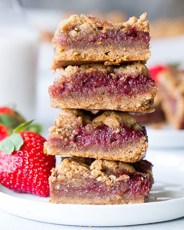 Almond butter & jelly cookie bars 🍪🍓 We're obsessed with this recipe by @paleorunningmomma. Want the recipe? Check out our list of 8 Sinfully Good Paleo Cookie Bars. Link in bio!