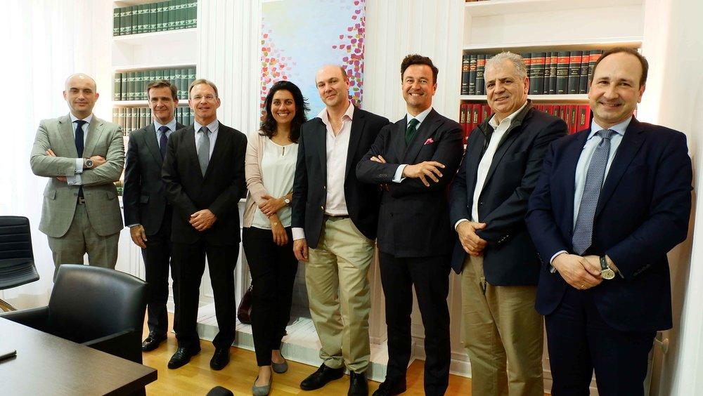 Julio Faura, en el centro, junto al presidente, Vicente J. García Gil, miembros del Patronato y consejeros de la fundación.