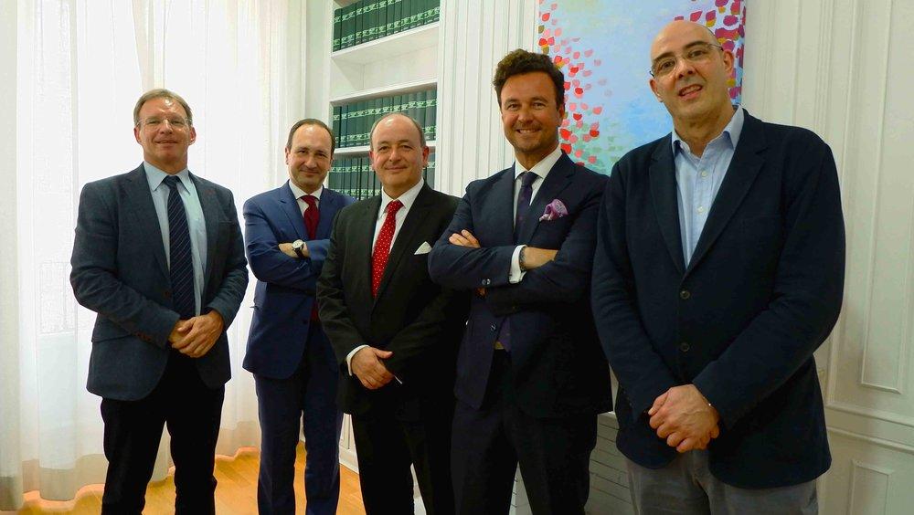 Lacort, en el centro, junto al presidente de FIFED, Vicente García Gil, a su izquierda, y el resto de miembros del Patronato.