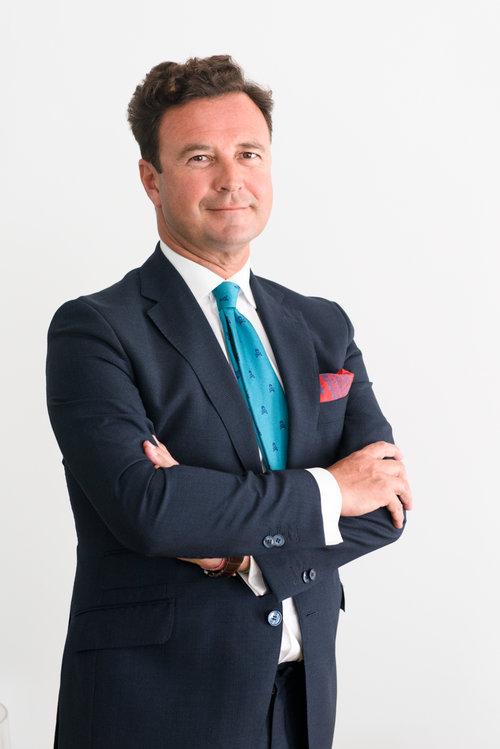 Además de presidente de FIFED y experto legal en blockchain, smart contracts e ICO, Vicente J. García Gil es coordinador del ECO de Alicante y miembro del Comité Legal de Alastria.