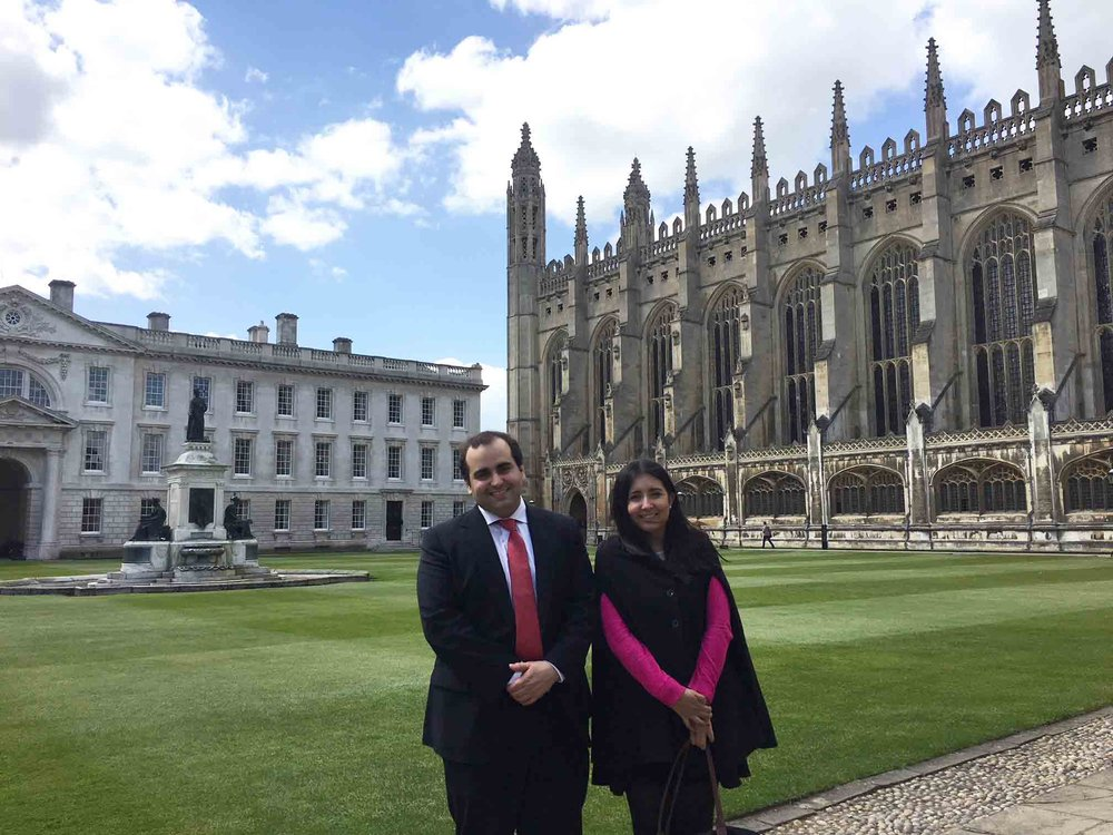 Aurelio Gurrea Martínez y Nydia Remolina, en la Universidad de Cambridge.
