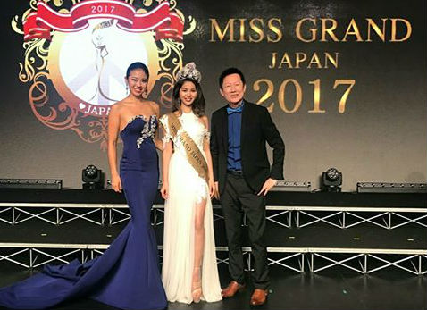 Mr. Nawat Itsaragrisil President of Miss Grand International Org., Eriko Yoshii National Director of Miss Grand Japan Org. and the newly crowned Miss Grand Japan 2017 Erika Tsuji, after the crowning moment of Miss Grand Japan 2017 - cortesy of Miss Grand International.
