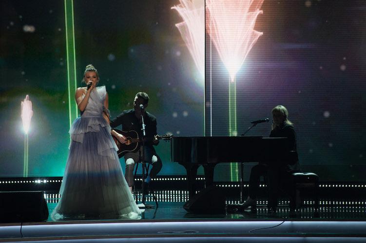 PLATTEN'S POWERFUL MESSAGE: Rachel Platten sings during the top 3's final look
