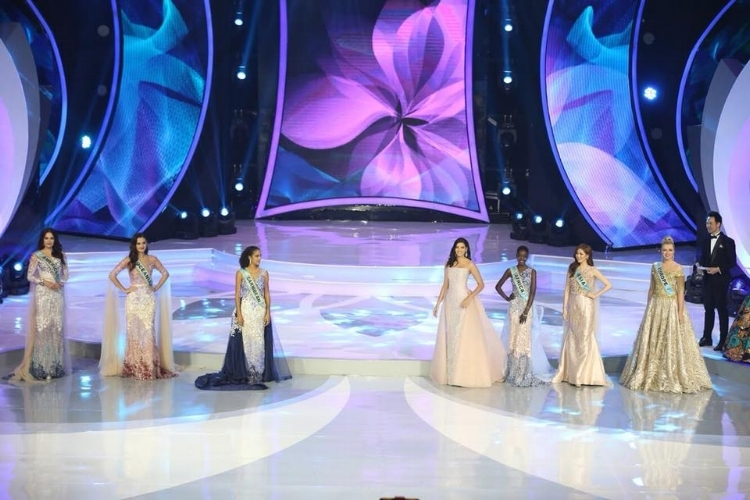 The Continental Queens and Stephanie del Valle welcomed on stage in fabulous creations by Indonesian designers