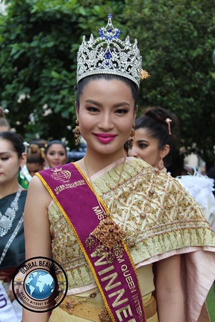 The reigning queen, Anu Namshir from Mongolia