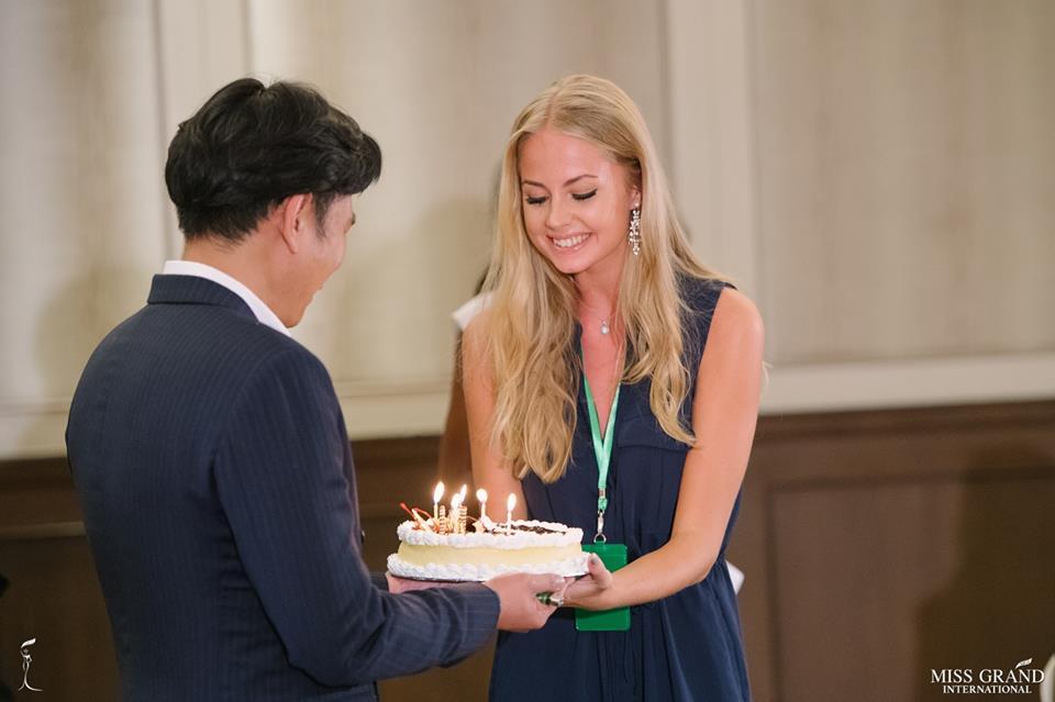 Sweden receives her birthday cake