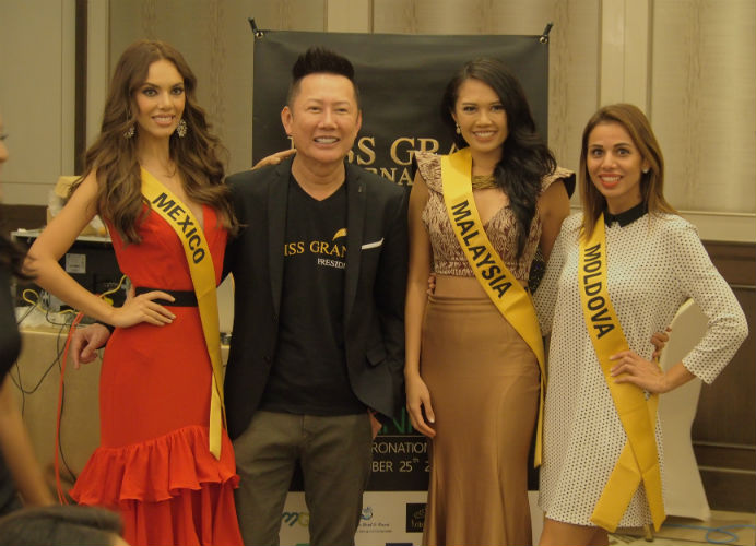 Mr. Nawat Itsaragrisil with the representatives of Mexico, Malaysia and Moldova.