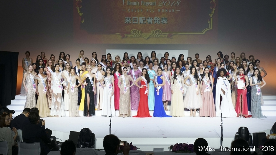 INTERNATIONAL BEAUTIES: All the delegates pose together on stage