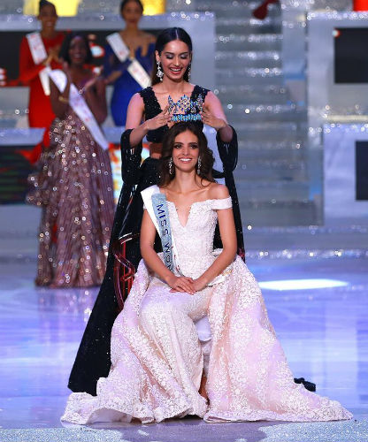 Manushi Chhillar crowns Vanessa Ponce de Leon, Miss World 2018.
