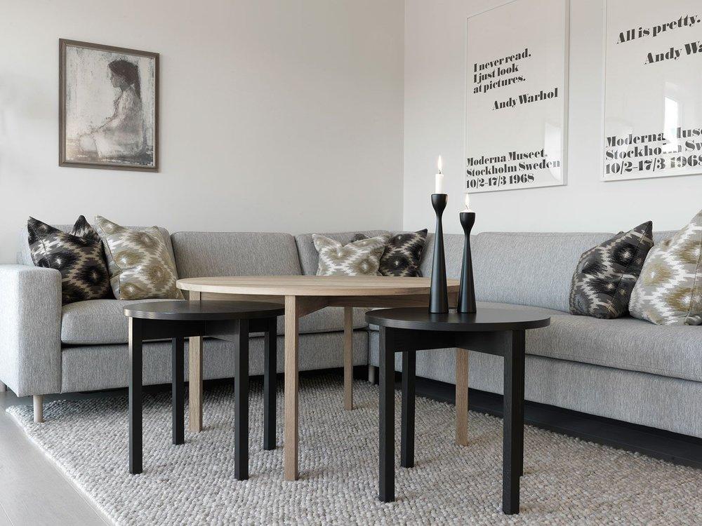 Bordene er designet av june.k. Pris på forespørsel.