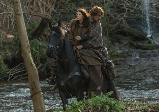 635636637625603521-Outlander-episode-9-Claire-and-Jamie