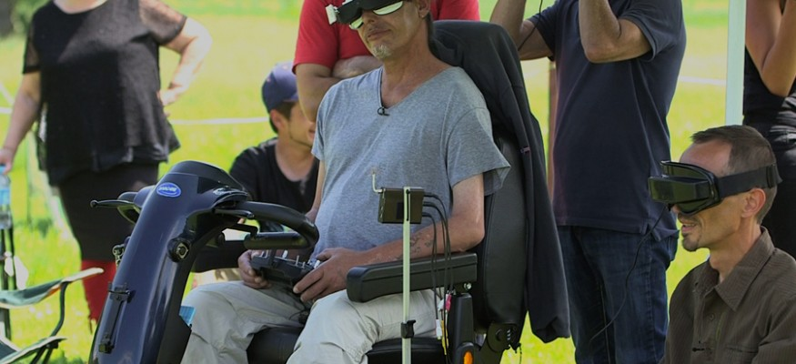 Dans la continuité de sa campagne #KillLaBetise visant à combattre les préjugés, l'ADAPT a imaginé HandiDrone, un programme d'initiation au pilotage de drones en immersion destiné aux personnes handicapées. Émotion garantie !
