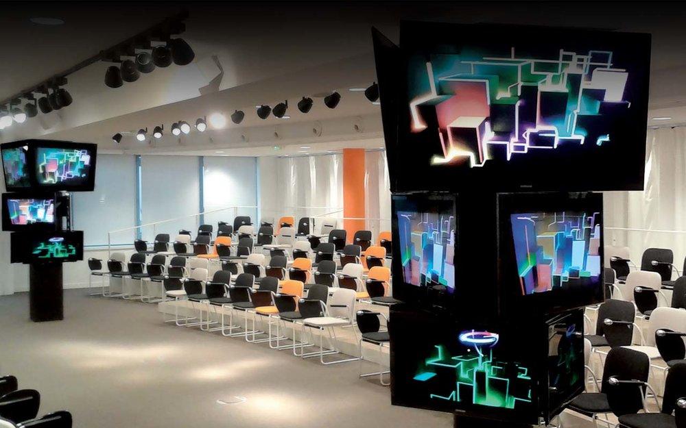 slide_indoor_01.jpg