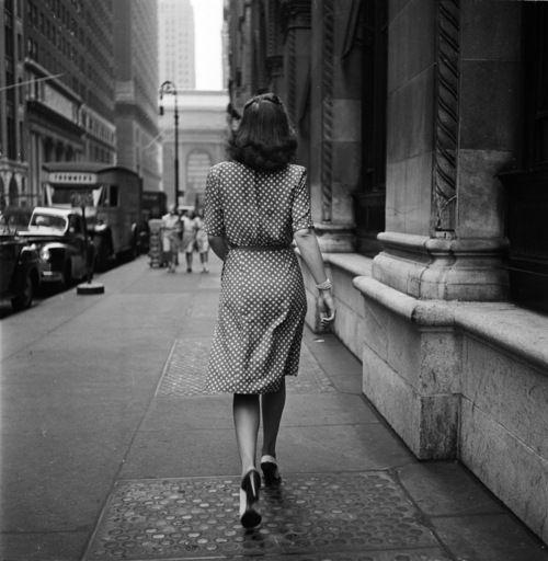 """""""Ti ho visto allontanarti mentre ridevi. Mentre andavi incontro alla tua vita di sempre, incontro al nuovo amore. """"   stanley kubrick ph. 1949"""