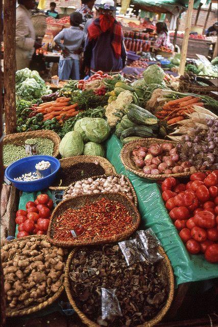 Mercato malagascio tipico ricco di spezie