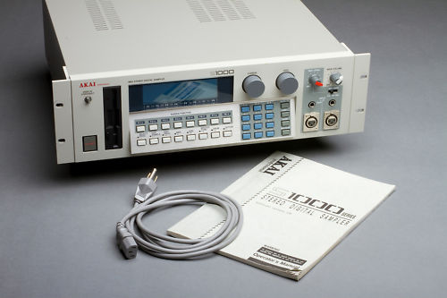 An Akai S1000. Check out that floppy disk drive on the front. Yass.