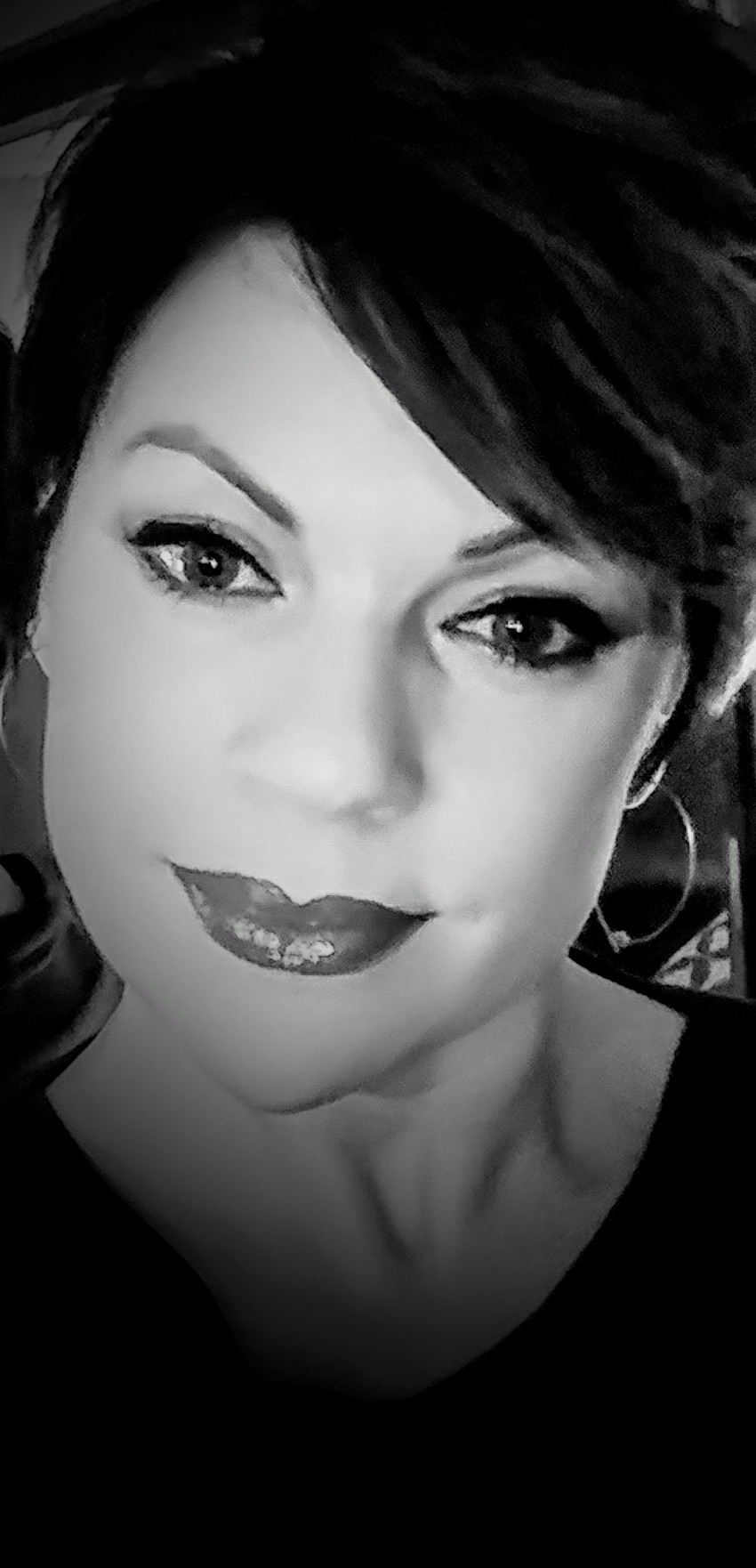 LAURA JOYNER - HAIRSTYLIST