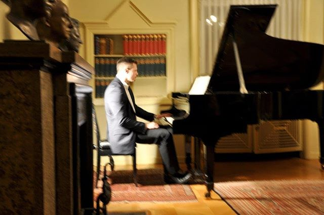 "Playing some ""Stimmungen"" of Grand Duke Ernest Louis of Hesse and by Rhine...🎹 . . #pianogram #pianists #pianoinsta #instaclassical #classicalmusic #grandduke #darmstadt #hessen #rhein #adel #king #pianosolo #wetzlar . . 📷 by @lisarhdt"