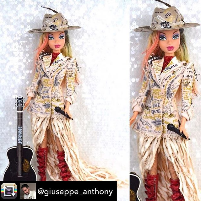 We've never loved a doll more! 😍🙌🎩✨ #typewriterlook #joanneworldtour #costume #obsessed #beautiful