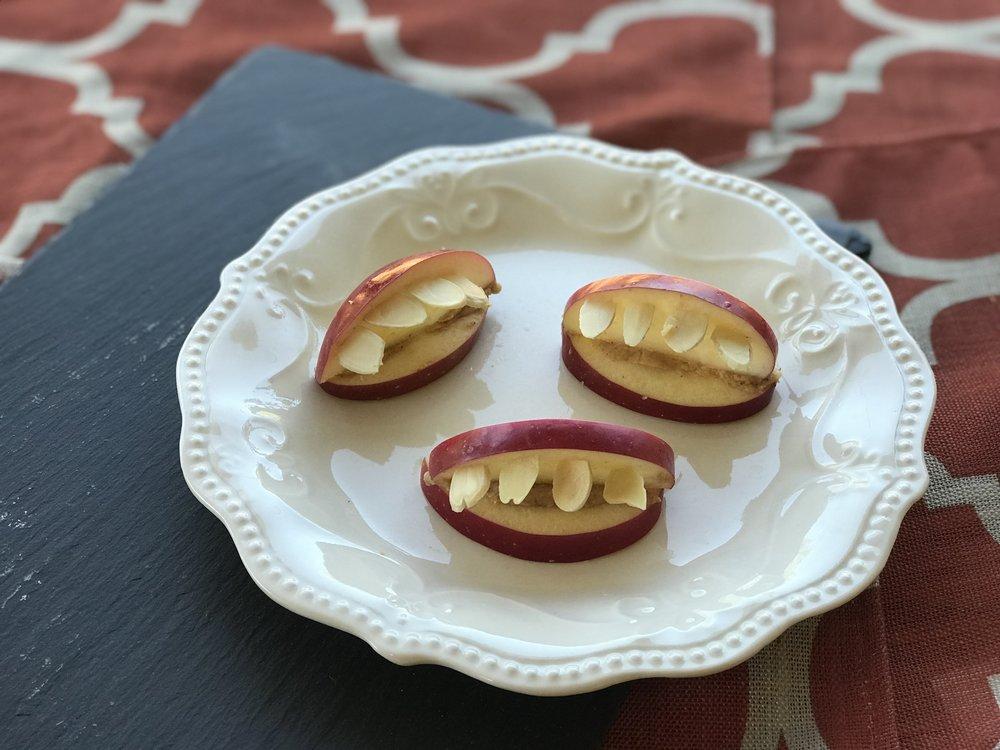 halloweenfoodapples (2).jpg