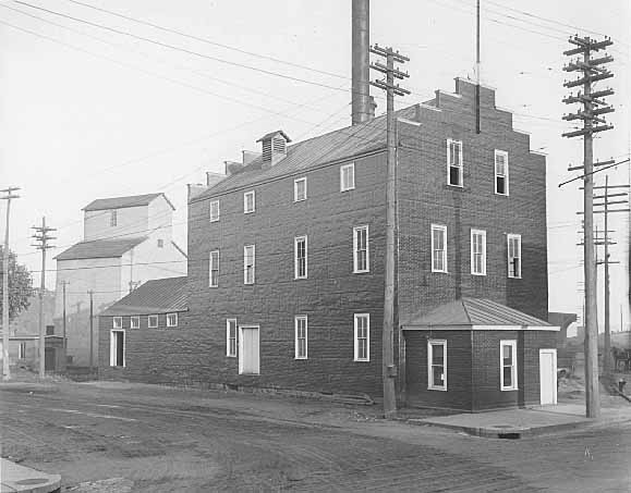 Commander Elevator in the background. View is southeast from Nelson and Main Streets. Photo credit is Mr. John Runk, courtesy of the Stillwater Public Library. To view this same location at a different time, Click or Tap on the photo above.