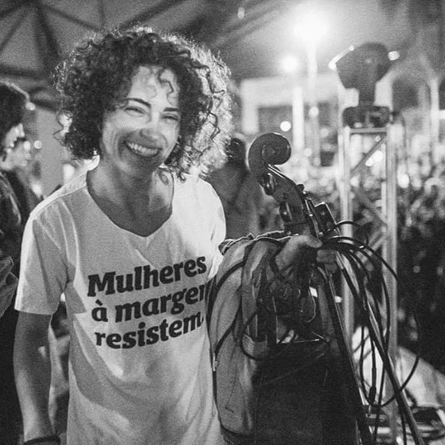 Fernanda Koppe da Mulamba, banda curitibana que trata de temas necessários e atuais, como o feminicídio, e teve seu álbum de estréia considerado o  melhor de 2018 pelo site Tenho Mais Discos que Amigos .