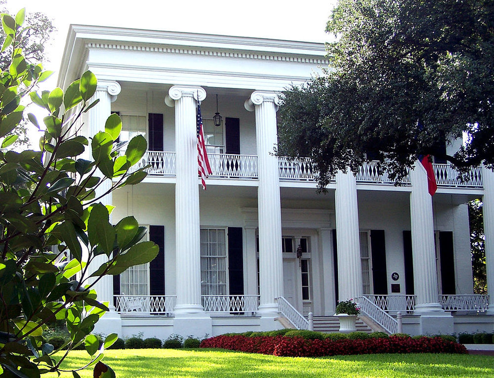 1004px-Texas_governors_mansion.jpg