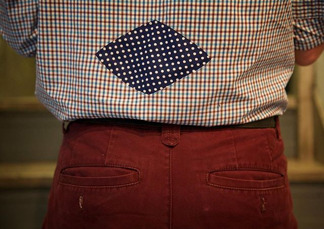 Saturday style ⠀ @lenkaclaytonstudio @joannamartine #polkadots #pattern #contemporaryart #documentary #fragment #patchwork #joannawright #lenkaclayton #collaboration #tumblingblock #2iq #repair #quilt #paperpiecing #quiltmaking #handstitching #handmade #maker #fabric