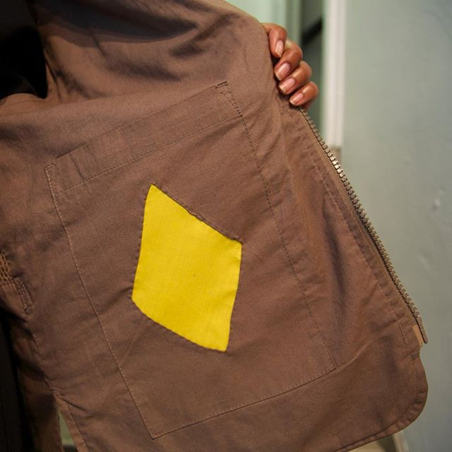 Secret inside jacket patch. ⠀ @lenkaclaytonstudio @joannamartine #contemporaryart #documentary #fragment #patchwork #joannawright #lenkaclayton #collaboration #tumblingblock #2iq #repair #quilt #paperpiecing #quiltmaking #handstitching #handmade #maker #fabric