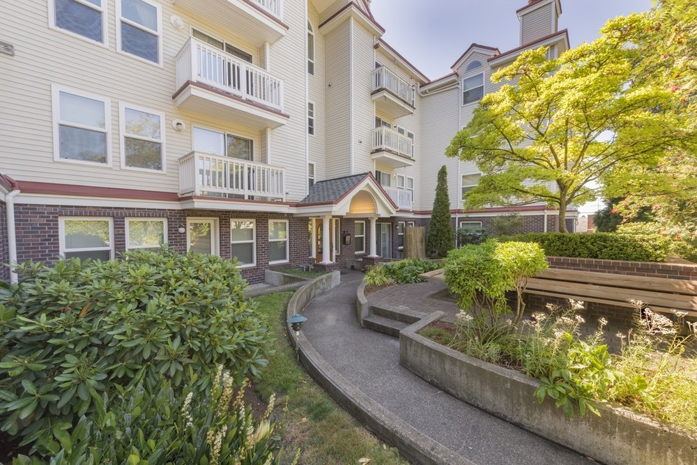 $364,000 - 411 N 90th St #104 Seattle, WA 98103