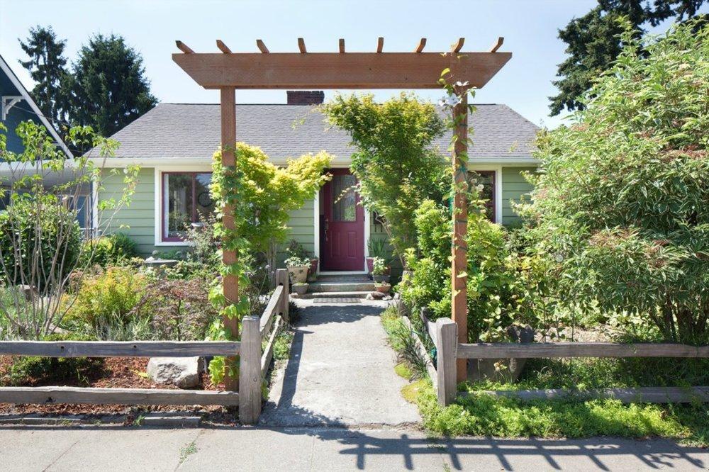 $254,000 - 8715 Ave S Hamlet Seattle, WA 98118