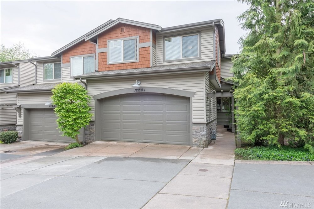 $700,000 (Sold) - 1,743 FT² - 3 BED - 2.5 BATH