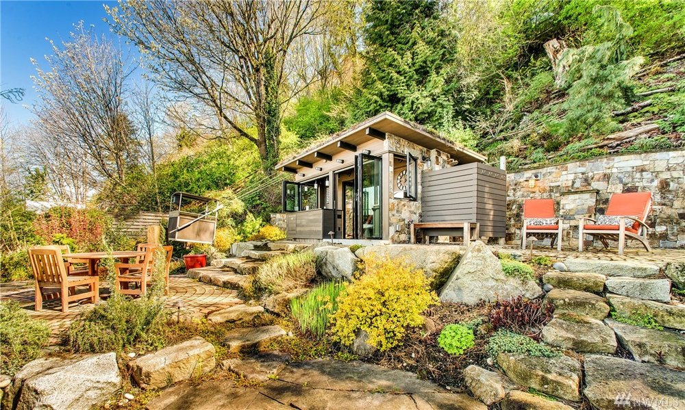 $1,875,000 (sold) - 3,410 Ft² - 4 Bed - 2.75 Bath