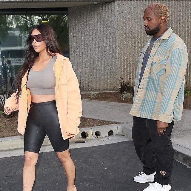 """ADMIRATION"" 👀 . . . . . . . balabasas #calabasas #kanyewest #kimkardashian #kimye #kimkardashianwest #yeezyseason #yeezy #kendalljenner #kyliejenner #kardashian #hiphop #rapper #rap #streetwear #adidas #supreme #bape #ovo #drake #hiddenhills #vetements #nicekicks #adidasoriginals #yeezyboost #offwhite #admiration"